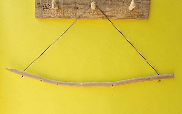 アイテムポストで買える「タオルハンガー(丸折・ブラウン)」の画像です。価格は500円になります。