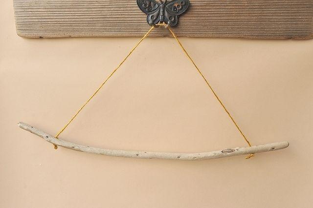 アイテムポストで買える「タオルハンガー(麻ひも・カラシ)」の画像です。価格は500円になります。
